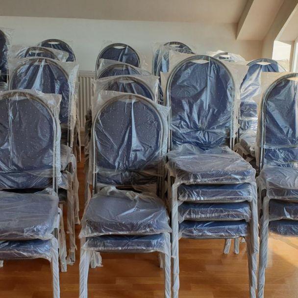 Nové stoličky v kultúrnom dome - Projekt podporený z rozpočtu PSK
